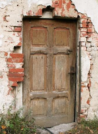 Drzwi do piwnicy drewniane